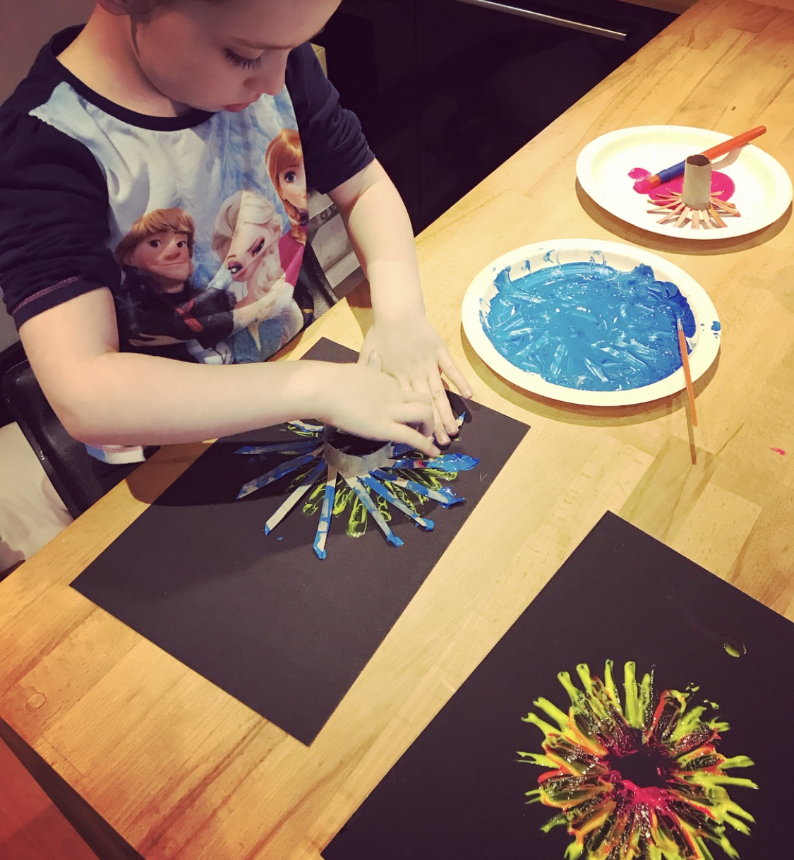 free ideas for Summer fun - painting with toilet roll tubes