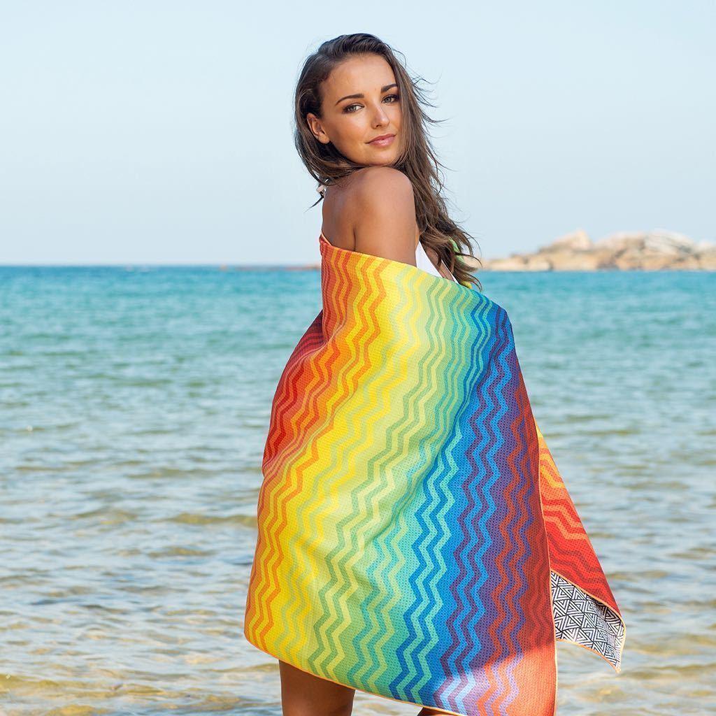 Tesalate Sand-Free Towel - Heartbeats - with model