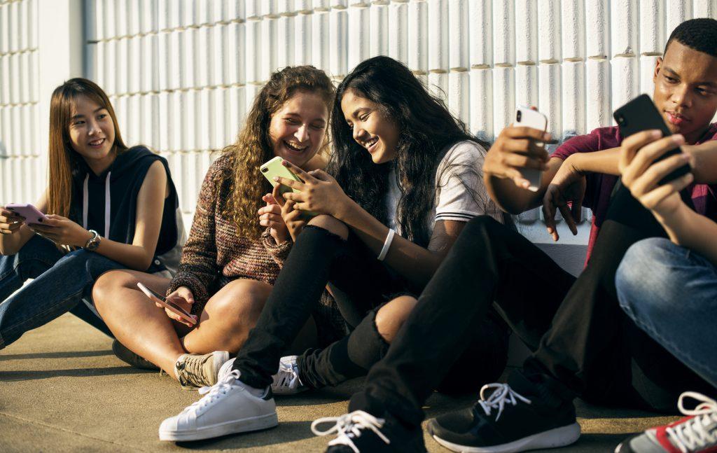 teens on their phones using TikTok