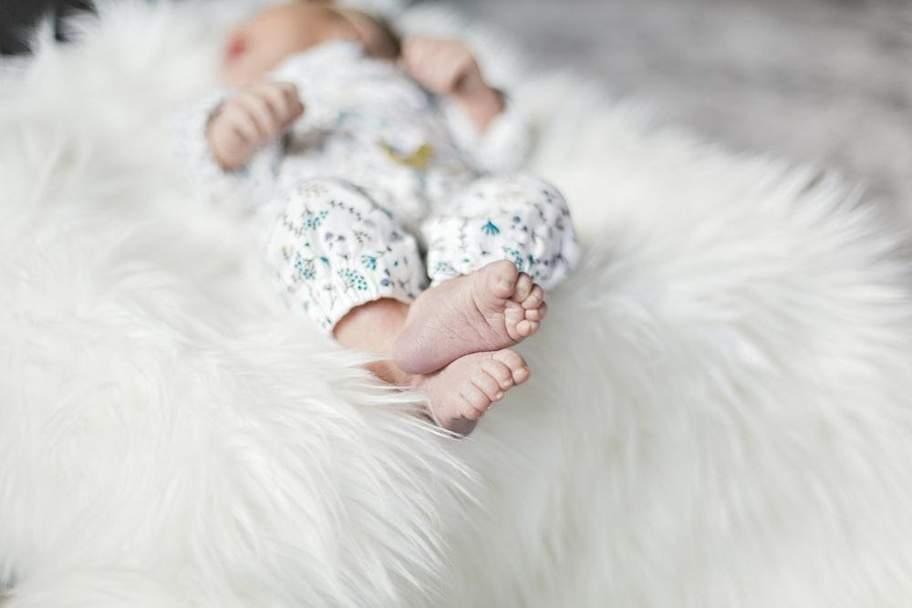 newborn baby feet - ways to celebrate the birth of your child